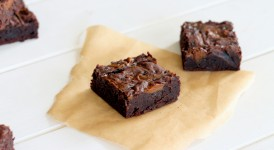 Salted Dulce De Leche Brownies (made in one bowl!) | Bakerita.com